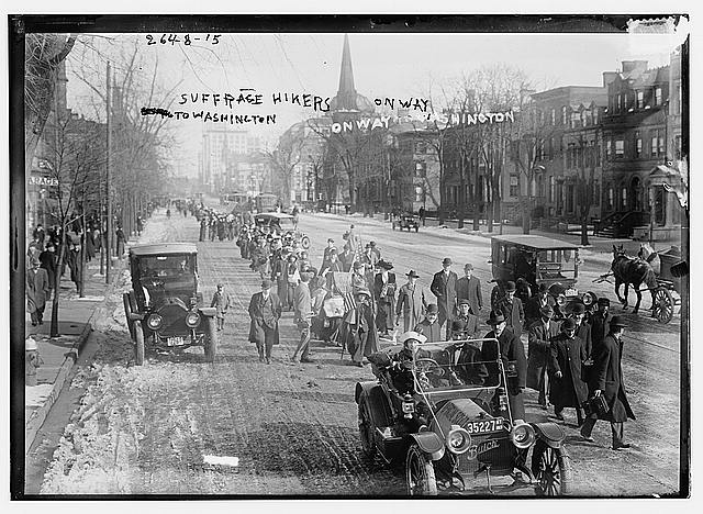 Suffrage hikers on way to Washington