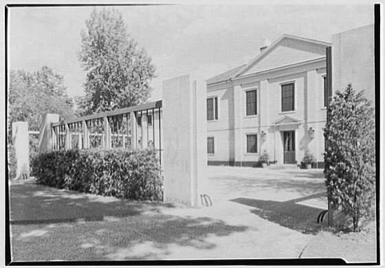 Mrs. William E. Clow, Jr., residence in Lake Forest, Illinois. Entrance court I