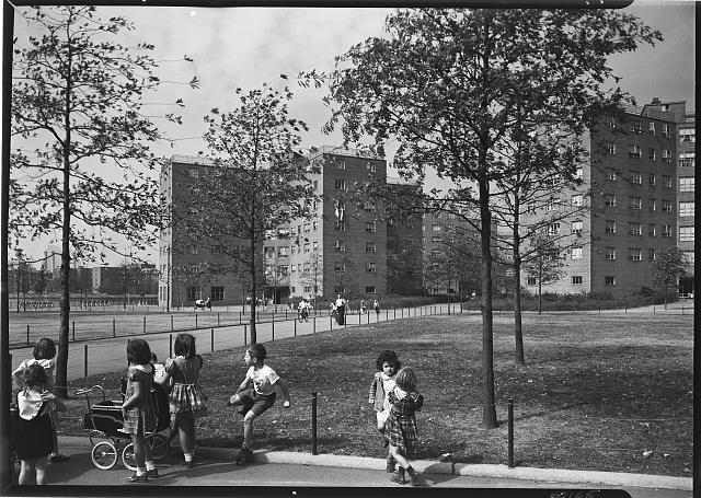 Astoria Houses. Exterior view with children