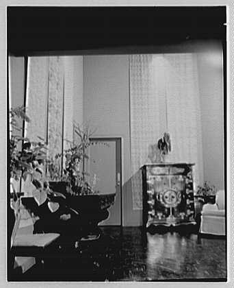 Patricia Murphy, apartment in Manhasset, Long Island, New York. Foyer