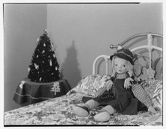Mrs. Esther Wheeler, book photos at 1506 Woodside Ave., Baldwin, Long Island. Arrangement in bedroom