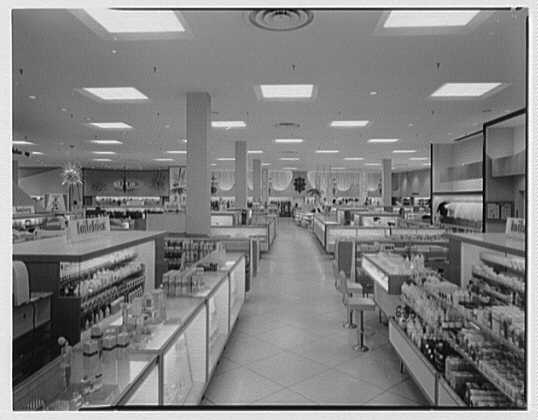 Burdine's department store, business in 163rd St. Shopping Center, Miami, Florida. General view II