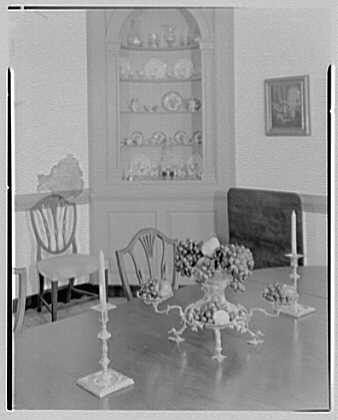 Williamsburg, Virginia, Wythe house. Dining room arrangement