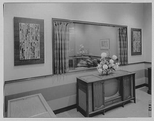 Magnavox, business at Madison Ave. and 48th St., New York City. Demonstration room