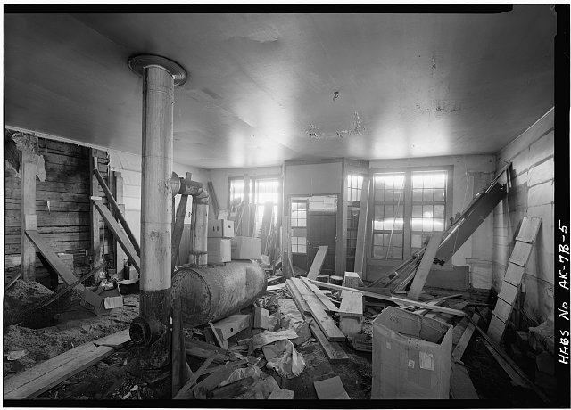 5.  INTERIOR, LOOKING EAST TOWARD FRONT ENTRANCE - Northern Commercial Company, Store, 220 Front Street, Eagle, Southeast Fairbanks Census Area, AK
