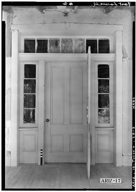3.  Historic American Buildings Survey Donald W. Dickensheets, Photographer July 6, 1940 DETAIL MAIN ENTRANCE OFFICERS QUARTERS, (NORTH ELEVATION). - Fort Lowell, Officers' Quarters, Fort Lowell Road Vicinity, Tucson, Pima County, AZ