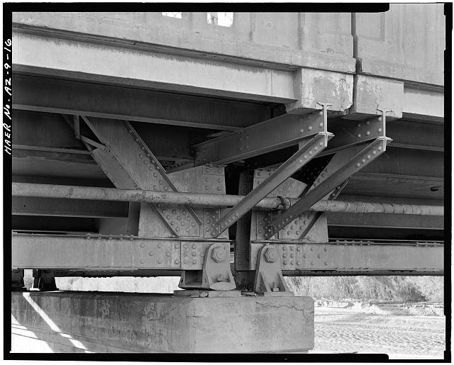 16.  PIER CAP DETAIL, SHOWING EXPANSION AND FIXED BEARING SHOES, BOTTOM CHORD / END POST CONNECTION AND CANTILEVERED SIDEWALK. VIEW TO WEST. - Holbrook Bridge, Spanning Little Colorado River at AZ 77, Holbrook, Navajo County, AZ