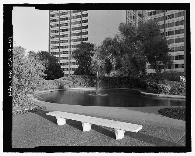 BENCH AND FOUNTAIN AT EST END OF POND.  LOOKING ESE. - Kaiser Center, 300 Lakeside Drive, Oakland, Alameda County, CA