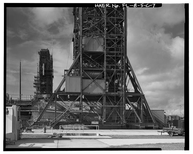 7.  NORTH SIDE OF DRIVE TRUCK ASSEMBLY, LAUNCH PAD MOBILE SERVICE STRUCTURE IN BACKGROUND; VIEW TO SOUTH. - Cape Canaveral Air Station, Launch Complex 17, Facility 28416, East end of Lighthouse Road, Cape Canaveral, Brevard County, FL