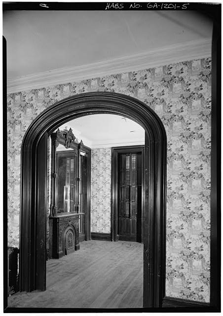 5.  FIRST FLOOR, SOUTHWEST ROOM, SHOWING ARCHED DOORWAY AND INTERIOR BLINDS - Samuel P. Hamilton House, 330 Abercorn Street, Savannah, Chatham County, GA