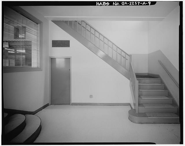 9.  ADMINISTRATION BUILDING. INTERIOR OF LOBBY, SHOWING STAIRWELL. - Techwood Homes, Store & Administration Building, 114-138 Merrit Avenue, Atlanta, Fulton County, GA
