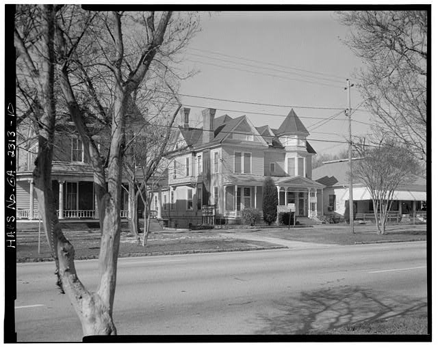 10.  Southeast view of the Hunt House and lawn, facing northwest. - High Uptown Neighborhood, Second Avenue from 1523 to 1645, Columbus, Muscogee County, GA