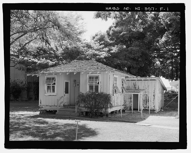 FACILITY 87.  FRONT OBLIQUE OF OUTBUILDING.  CARPORT IN REAR, ACCESSED FROM DRIVEWAY ON LEFT.  VIEW FACING EAST. - U.S. Naval Base, Pearl Harbor, Naval Housing Area Hale Alii, Shared Outbuilding Type with Carports, Off Eighth Street on either side of Avenue D, Pearl City, Honolulu County, HI