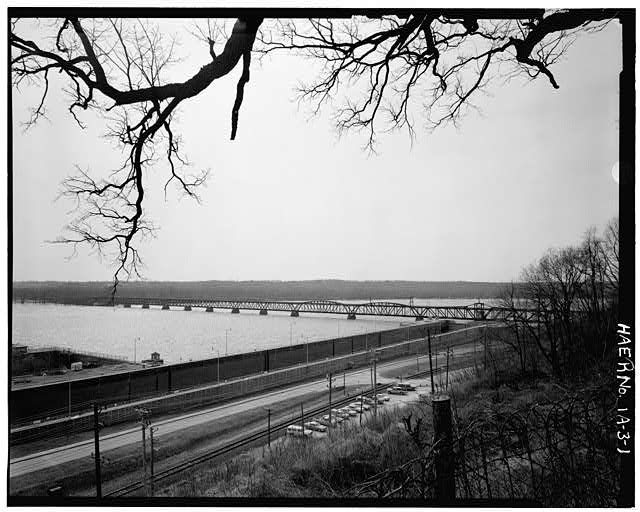 1.  GENERAL VIEW FROM UPSTREAM ON THE IOWA SHORE, LOOKING S. PHOTOGRAPHER: SARAH J. DENNETT - Keokuk & Hamilton Bridge, Spanning Mississippi River, Keokuk, Lee County, IA
