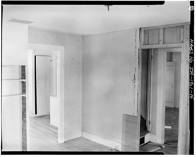 14.  FIRST FLOOR INTERIOR, NORTHEAST ROOM, VIEW TO SOUTHWEST - P. J. Almquist House, 16 Second Street Northwest, Waukon, Allamakee County, IA