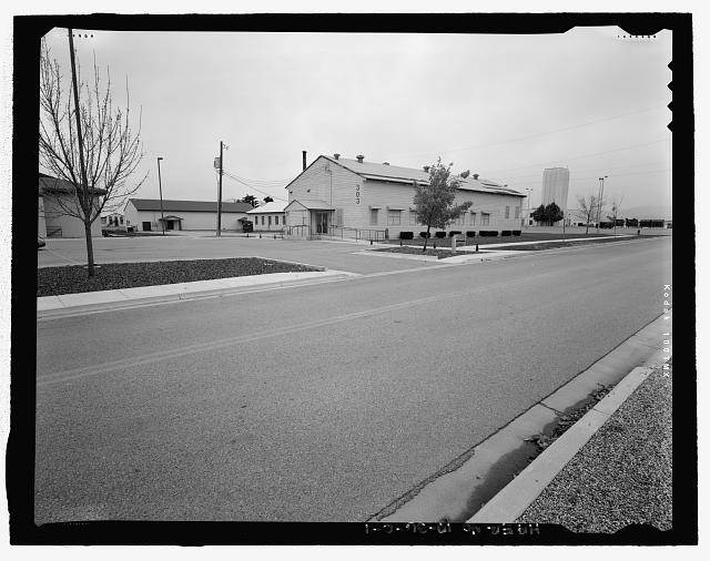 CONTEXTUAL VIEW ALONG FOURTH AVENUE, LOOKING NORTH. - Gowen Field, Recreation Building, 303 Fourth Avenue, Boise, Ada County, ID