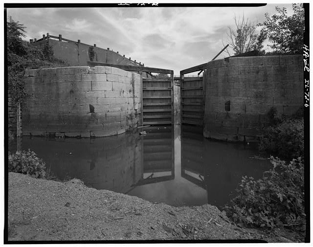 6.  VIEW OF LOCK NO. 14, LOOKING EAST. - Illinois & Michigan Canal, Lift Lock No. 15, Canal Station 5087+00, La Salle, La Salle County, IL