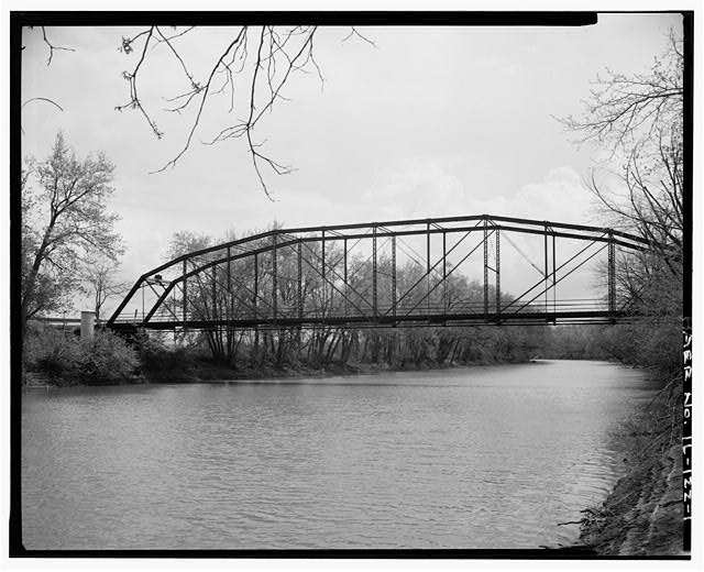 1.  VIEW TO SOUTH - Fidler Bridge, Spanning Iroquis River at County Highway 45, Watseka, Iroquois County, IL