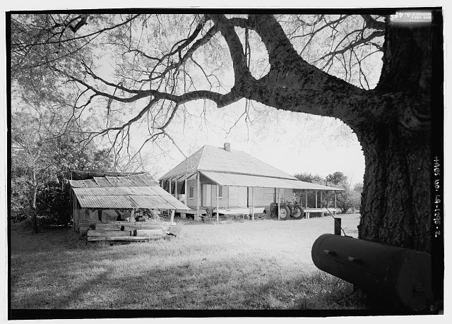 2.  General view looking from the north - Coincoin-Prudhomme House, On dirt road off of Highway 494, about 1 mile Northwest of Bermuda, Natchez, Natchitoches Parish, LA