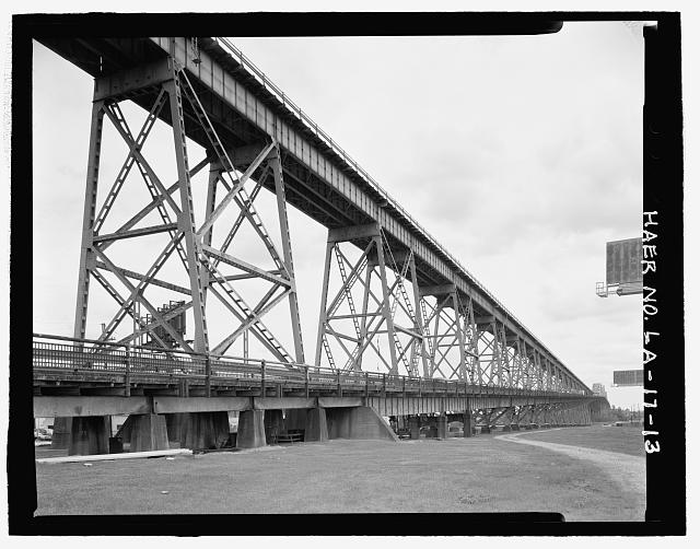 VIEW OF EAST BANK ELEVATED RAILROAD VIADUCT AND ELEVATED HIGHWAY CONCRETE PIERS, STEEL SUPPORT BEAMS, AND VIADUCT ON WEST SIDE LOOKING SOUTHEAST. - Huey P. Long Bridge, Spanning Mississippi River approximately midway between nine & twelve mile points upstream from & west of New Orleans, Jefferson, Jefferson Parish, LA