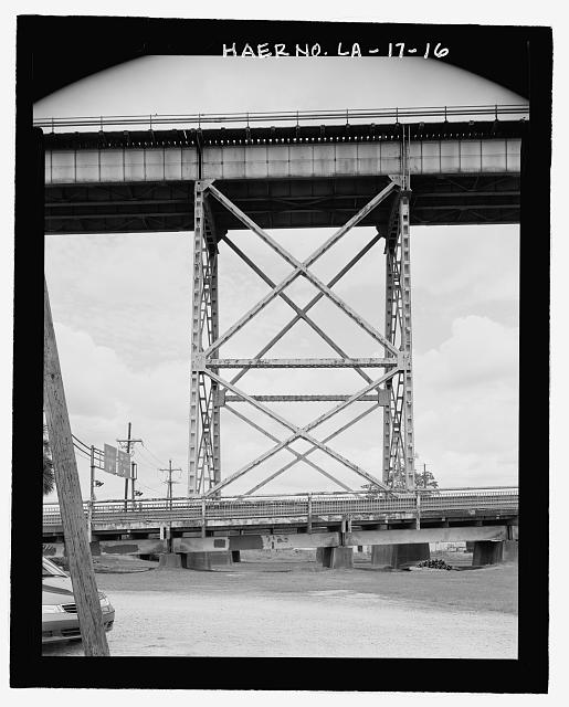SIDE VIEW OF TYPICAL ELEVATED RAILROAD VIADUCT TOWER ON THE EAST BANK LOOKING NORTHEAST. - Huey P. Long Bridge, Spanning Mississippi River approximately midway between nine & twelve mile points upstream from & west of New Orleans, Jefferson, Jefferson Parish, LA