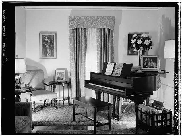 5.  FIRST FLOOR, LIVING ROOM, VIEW LOOKING SOUTHEAST - John Fitzgerald Kennedy Birthplace, 83 Beals Street, Brookline, Norfolk County, MA
