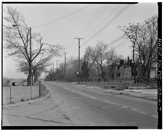 7.  EAST VIEW OF SOUTH SERVICE DRIVE, JOHN R STREET TO BRUSH STREET - Davison Freeway from M-10 to Oakland Avenue, Davison Freeway, M-10 to Highland Park, Highland Park, Wayne County, MI