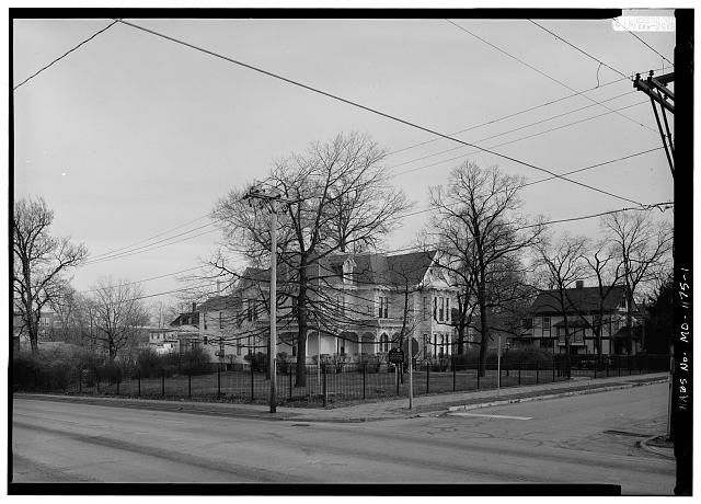 GENERAL VIEW OF NORTH (LEFT) AND WEST (RIGHT) FACADES FROM NORTHWEST CORNER OF THE INTERSECTION OF DELAWARE STREET AND TRUMAN ROAD - Harry S. Truman House, 219 North Delaware Street, Independence, Jackson County, MO