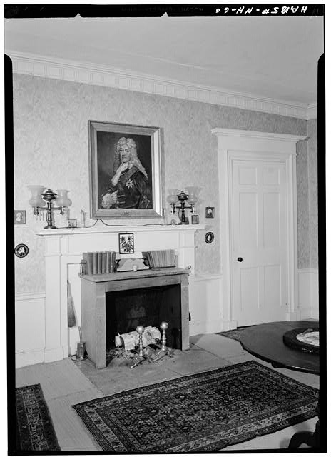 5.  Historic American Buildings Survey Ned Goode, Photographer - August 1959 FIRST FLOOR, FIREPLACE MANTLE, CHAIR RAIL AND CORNICE IN SOUTH WEST FRONT ROOM TO RIGHT OF CENTER HALL - Bellows-Grant House, Main Street, Walpole, Cheshire County, NH