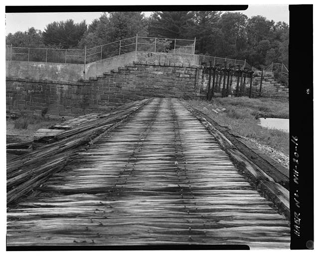 16.  View west, west end of spillway, west abutment, head gates - Sewall's Falls Hydroelectric Facility, East end of Second Street spanning Merrimack River, Concord, Merrimack County, NH