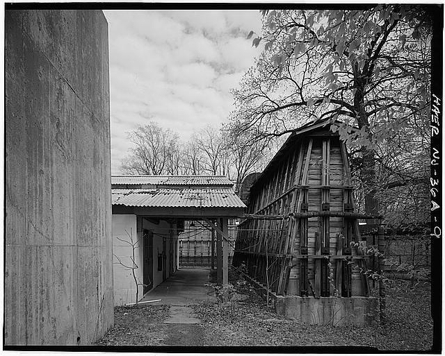9.  BUILDING NO. 235, ORDNANCE FACILITY (MERCURY FULMINATE MIXING), LOOKING SOUTHEAST BETWEEN BUILDING AND BLAST BARRICADES. - Picatinny Arsenal, 200 Area, Shell Component Loading, State Route 15 near I-80, Dover, Morris County, NJ