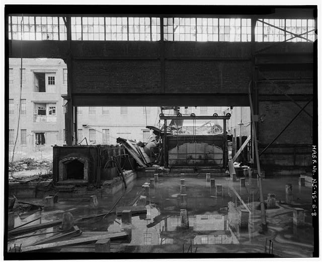 8.  VIEW SOUTH-INTERIOR OF FIRST FLOOR OF THE BETHLEHEM STEEL COMPANY SHIPYARD PLATE SHOP. - Bethlehem Steel Company Shipyard, Plate Shop, 1201-1321 Hudson Street, Hoboken, Hudson County, NJ