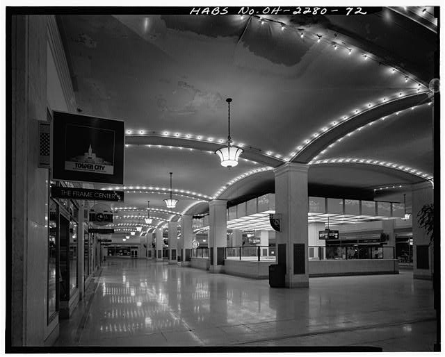 72.  CENTER CONCOURSE, VIEW TO NORTHEAST - Terminal Tower Building, Cleveland Union Terminal, 50 Public Square, Cleveland, Cuyahoga County, OH