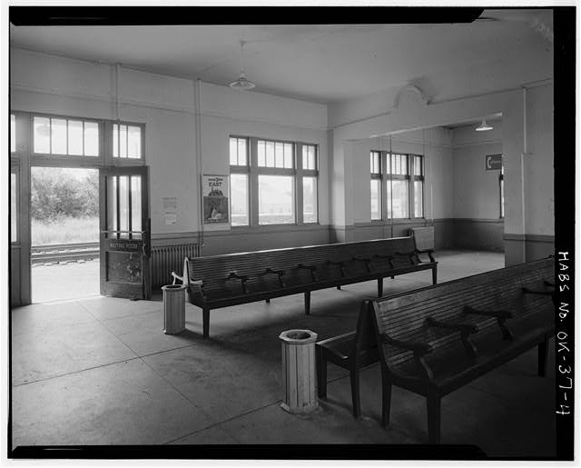 4.  INTERIOR, WAITING ROOM - Atchison, Topeka, Santa Fe Railroad Station, Perry, Noble County, OK
