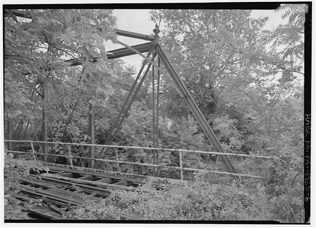 Detail of inclined end post at SE end of bridge. - Phoenix Iron Company, French Creek Bridge, Spanning French Creek between Gay Street & Main Street, Phoenixville, Chester County, PA
