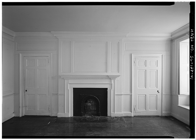 41.  INTERIOR VIEW OF FIRST FLOOR, SOUTHEAST ROOM, EAST WALL, FIREPLACE - Daniel Blake Tenement, 6-8 (2-4) Courthouse Square, Charleston, Charleston County, SC