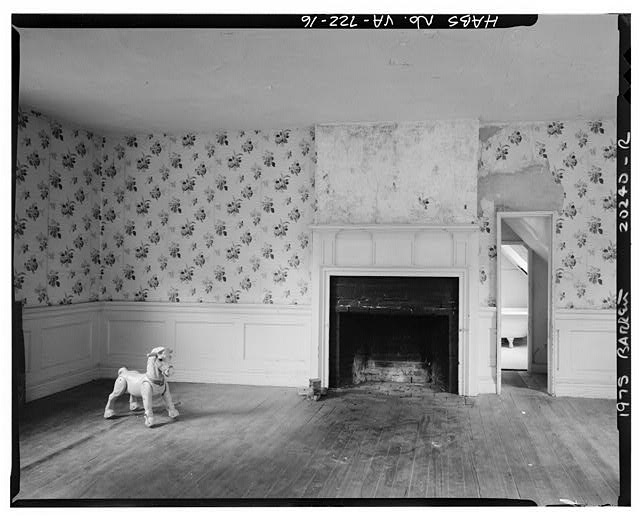 16.  INTERIOR, CENTRAL BLOCK, SECOND STORY, WEST ROOM, LOOKING WEST - Sherwood Forest, State Route 5 vicinity, Charles City, Charles City, VA