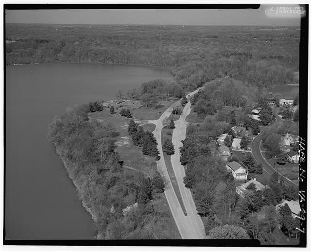 7.  AERIAL VIEW OF RIVERSIDE PICNIC AREA AND 'SAFETY FLARED' INTERSECTION LOOKING WEST. - George Washington Memorial Parkway, Along Potomac River from McLean to Mount Vernon, VA, Mount Vernon, Fairfax County, VA