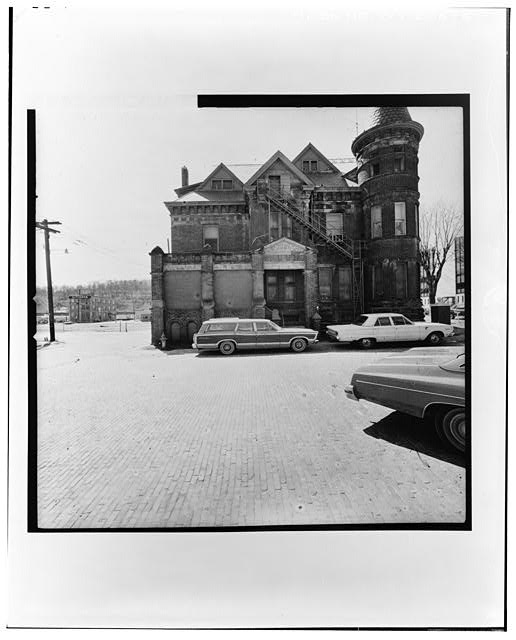 3.  VIEW FROM EAST--LEVEL Copy photograph of photogrammetric plate LC-HABS-GS13-B-1975-103R. - Wood County Jail, Market Street, Parkersburg, Wood County, WV