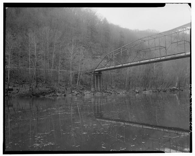 2. View northwest, south pier. - Fayette Station Bridge, Spanning New River at County Route 82, Fayetteville, Fayette County, WV