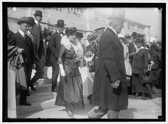 DAUGHTERS OF AMERICAN REVOLUTION. PRESIDENT AND MRS. WILSON, COL. HARTS AND OTHERS LEAVING D.A.R. HALL BY SIDE ENTRANCES
