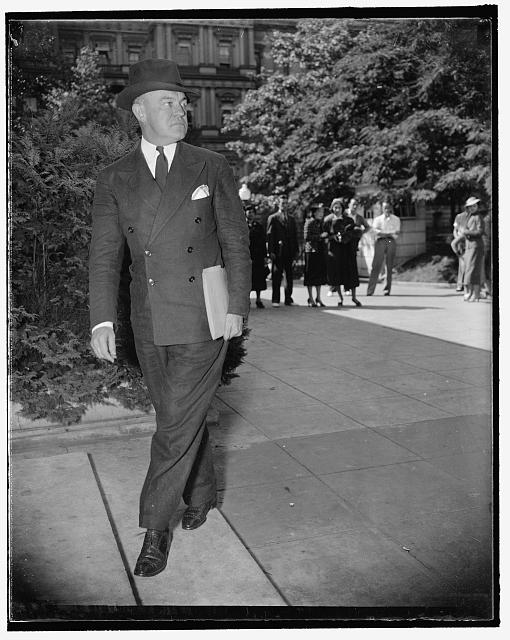 Secretary of War. Washington, D.C., Sept. 14. Among the early arrivals for today's special session of the cabinet was Secretary of War Woodring. 9/14/37