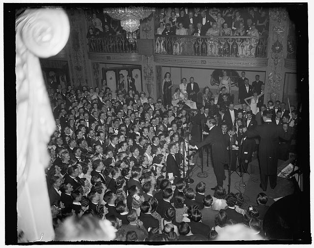 Screen and stage star entertains crowd at president's birthday ball. Washington, D.C., Jan. 29. Ray Bolger, rubber-legged dancing start of screen and stage, entertains the huge crowd attending the President's Birthday Ball at the Mayflower Hotel, 1/29/38