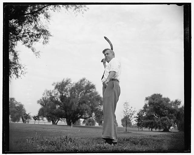 Boomerang throwing is hobby of Secretary of Agriculture. Washington, D.C., July 13. Favorite exercise and hobby of Secretary of Agriculture Henry A. Wallace is boomerang throwing. He practices daily with a number of his cronies in Potomac Park and has become quite adept in the handling of the weapon which was originated by the Australian Aborigines