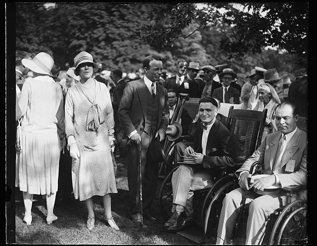 [Alice Roosevelt Longworth and Theodore Roosevelt, Jr. with men in wheelchairs]