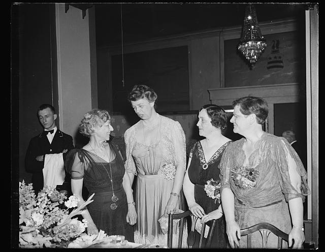 DEMOCRATIC AND REPUBLICAN LADY VOTERS TALK THINGS OVER. WASHINGTON, D.C. APRIL 26. THE NATIONAL LEAGUE OF WOMEN VOTERS GENERAL COUNCIL DINNER 'THE LIBERTY WE PRIZE' HAD AS ITS GUEST SPEAKERS THE OUTSTANDING LADIES OF BOTH PARTIES. L TO R: MISS MARGUERITE M. WELLS, PRESIDENT; MRS. FRANKLIN D. ROOSEVELT, FIRST LADY; MRS. ROBERT A. TAFT, TOASTMISTRESS; AND JUDGE FLORENCE E. ALLEN