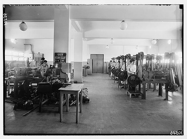 Jewish factories in Palestine on Plain of Sharon & along the coast to Haifa. Richon Le Zion. The Okava safety blade factory. Sharpening