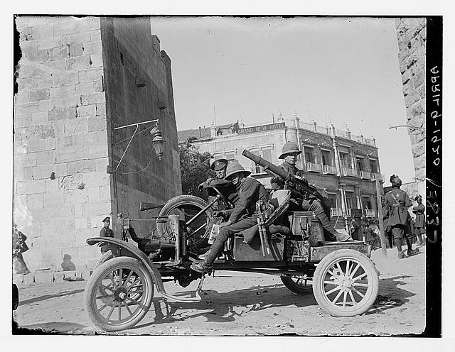 [British soldiers with machine guns posted at Jaffa Gate]