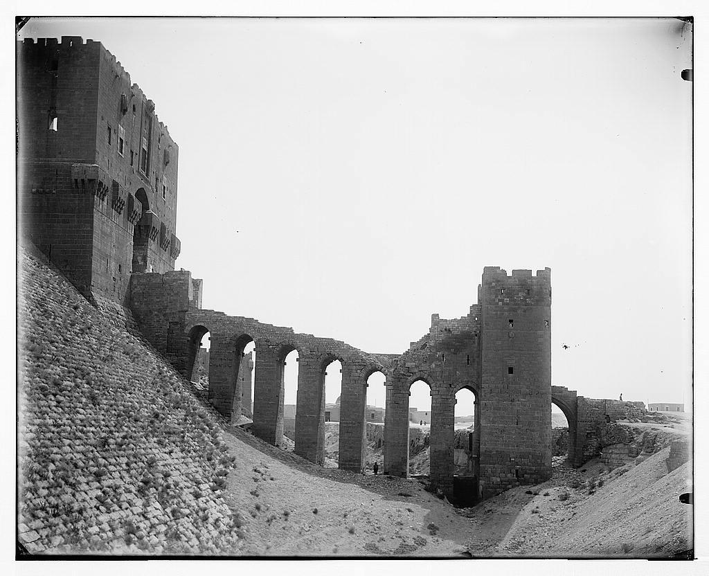 قلعة حلب في عام 1898 م وهي أشهر معالم المدينة التي زارها ابن النديم