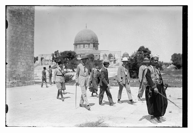 [Visit of Prince William of Sweden?, near the Dome of the Rock, Jerusalem]